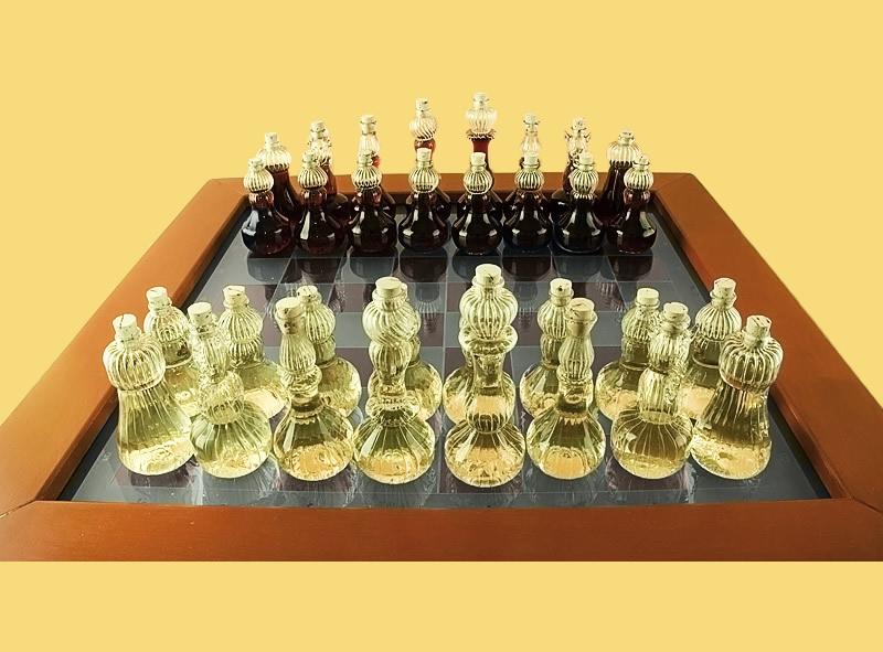 Набор шахмат со столом из стекла
